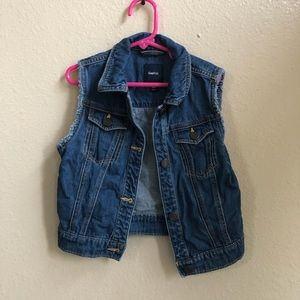 🍎 GAP kids denim vest size 8